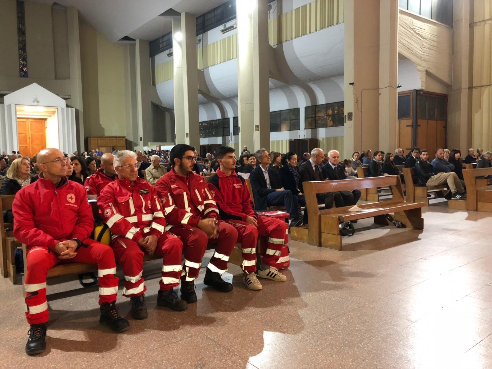Gallery - Un defibrillatore in memoria di Don Antonio Colella